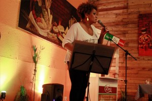 Graça Cunha (Banda Altas Horas) canta e encanta!