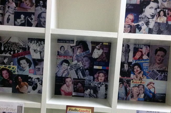 """Exposição """"Rainhas do Rádio"""" em cartaz no Piazza Zini!"""