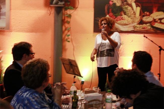 Graça Cunha canta sucessos da MPB!